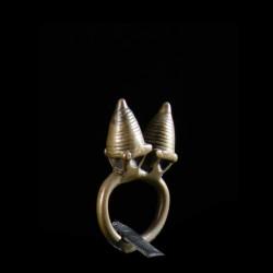 Bague amulette double cone...