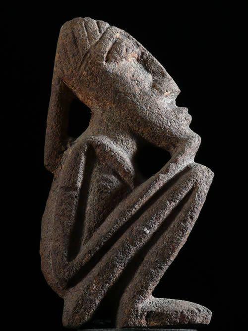 Statuette anthropomorphe en pierre - Dogon ? Lobi ? - Mali