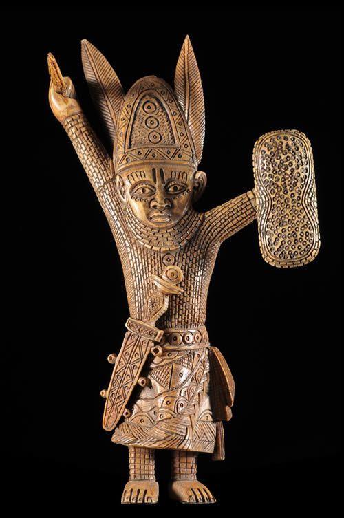 Statuette Oba en Os - Bini / Edo - Nigeria
