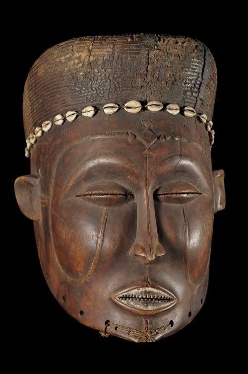 Masque ancetre feminin - Lwena / Luvale - Angola