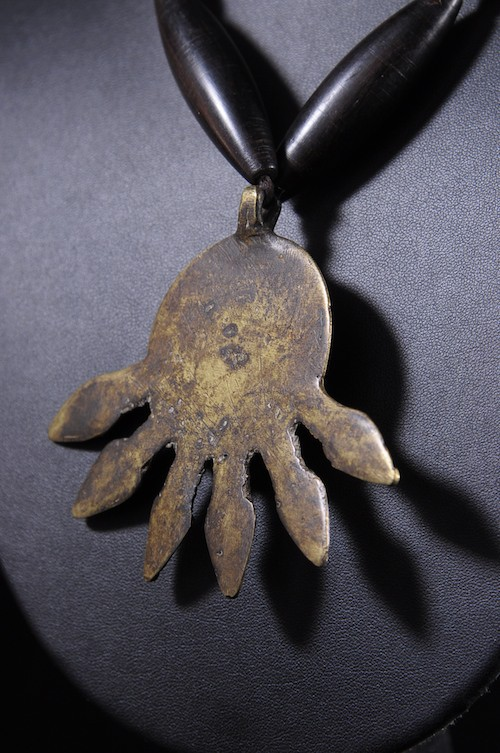 Collier en alliage de bronze et ébéne  - Akan ou Baoule - Côte d'Ivoire