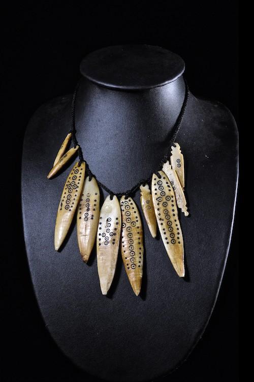 Collier pendentif plaquettes en os de chameau - Sidamo - Ethiopie