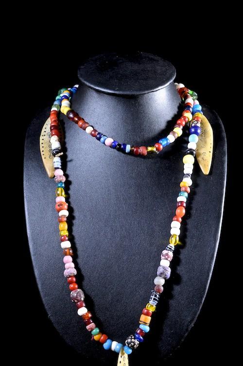 Collier pendentif plaquettes en os de chameau et verre - Sidamo - Ethiopie