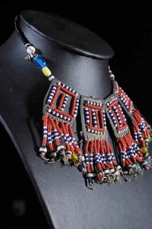 Collier en perles de verre  - Afar - Ethiopie