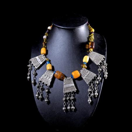 Collier en perles et métal...