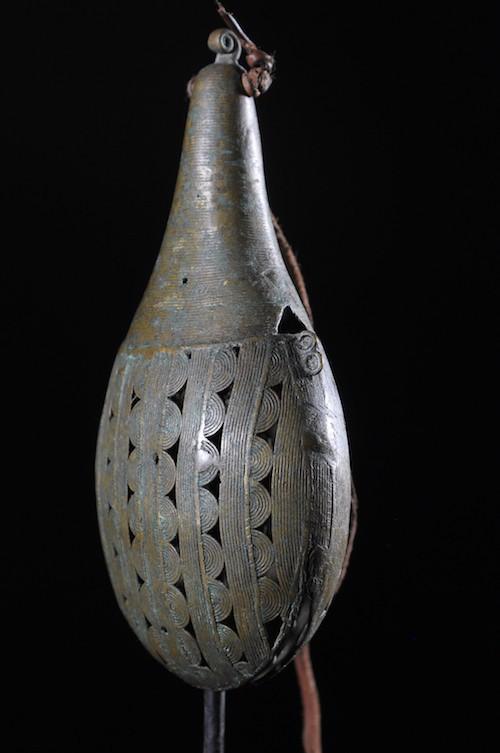Gong et sifflet en alliage bronzier - Baoulé - Côte d'Ivoire - Idiophones