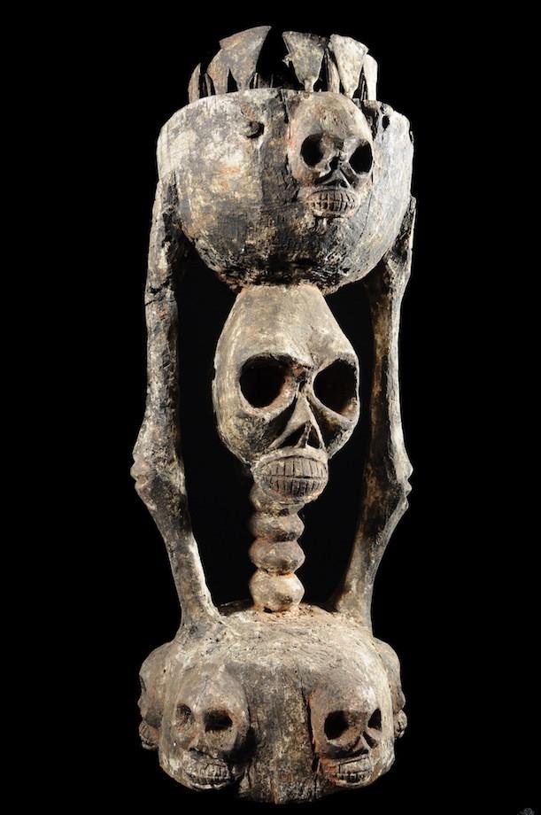 Autel avec caryatide  Squelette - Tiv - Nigeria