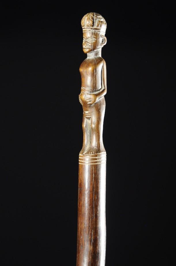 Canne de notable en bois sculpté - Tabwa - Angola - Objets de regalia