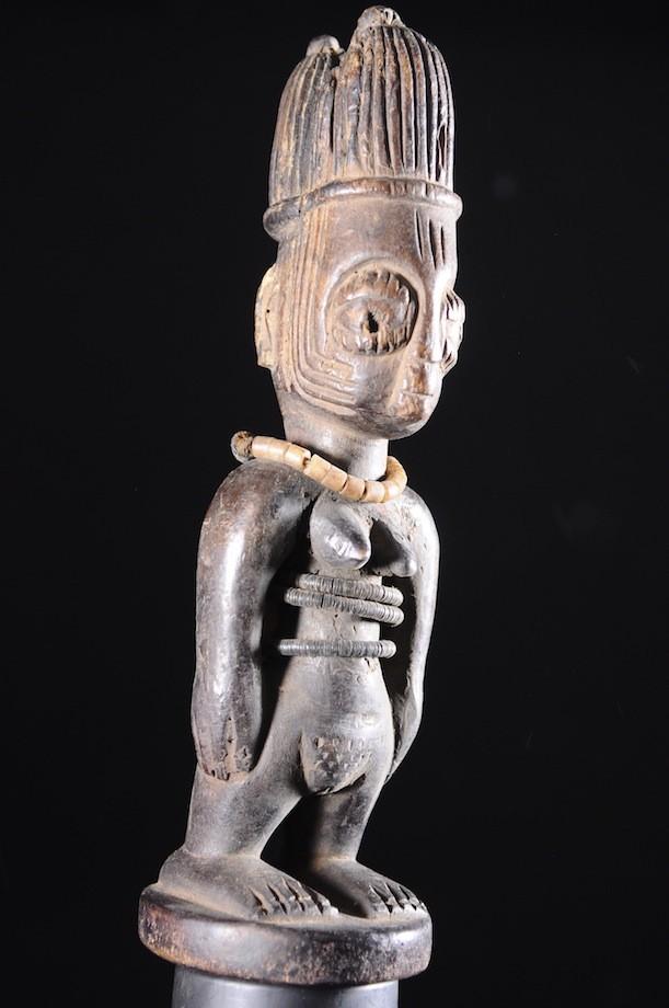 Jumeau Ibedji ou Ibeji et sa brassière en cauris - Yoruba - Nigeria
