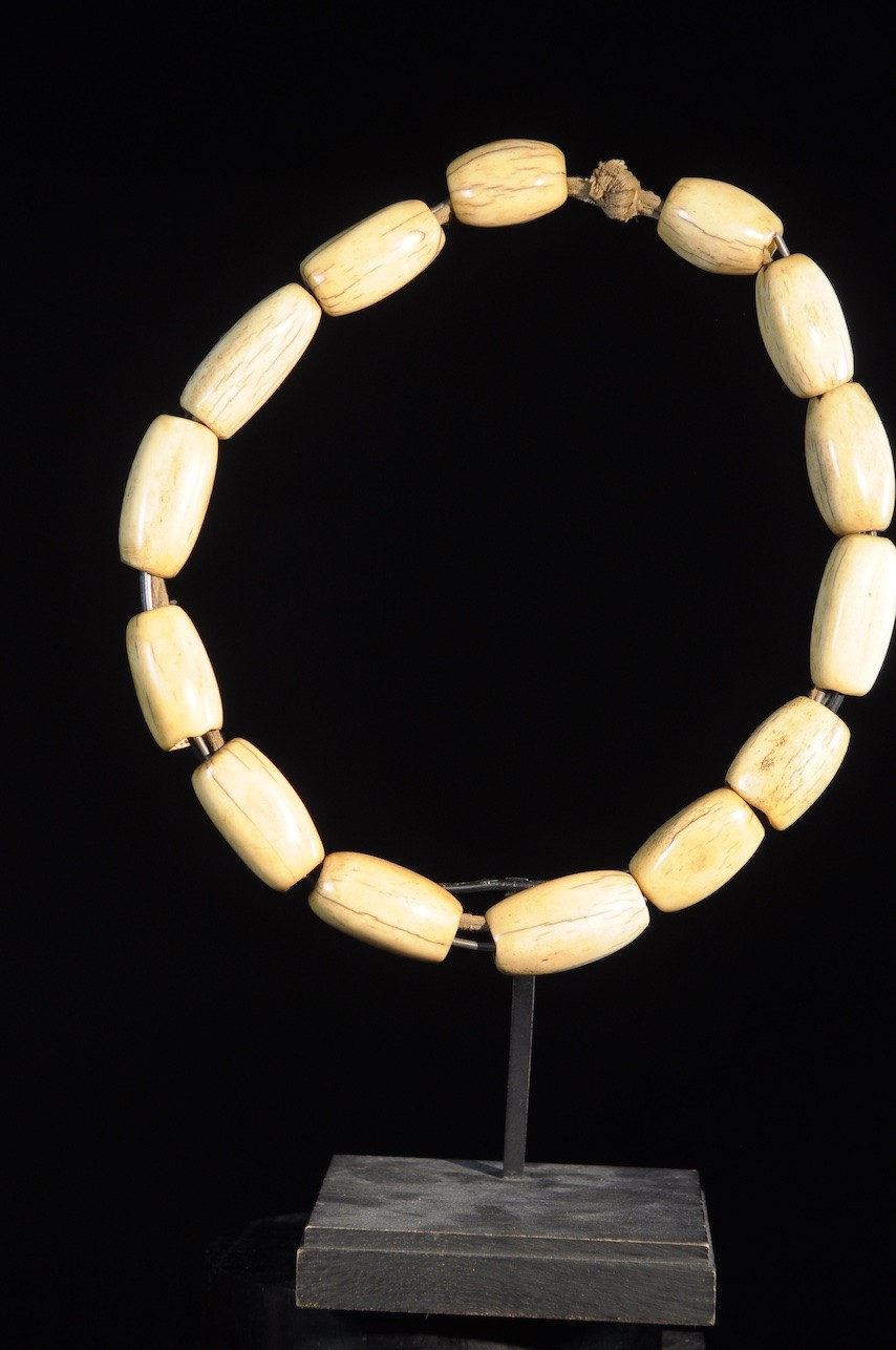 Collier Royal en Os - Bamoun - Cameroun