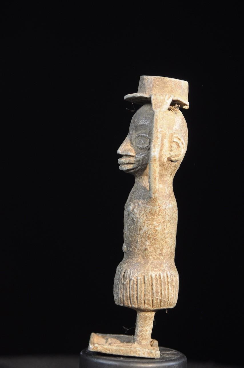 Statuette porteuse de coupe en aluminium - Sissala - Ghana / Burkina Faso