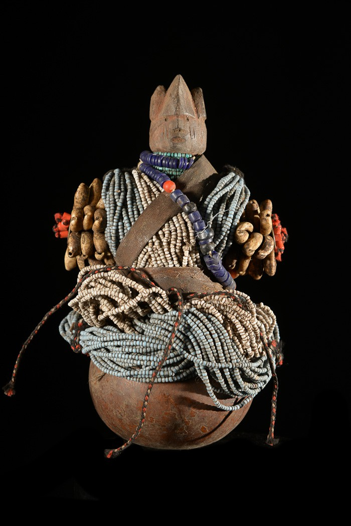 Poupee de fertilité perlée Ham Pilu - Fali - Cameroun