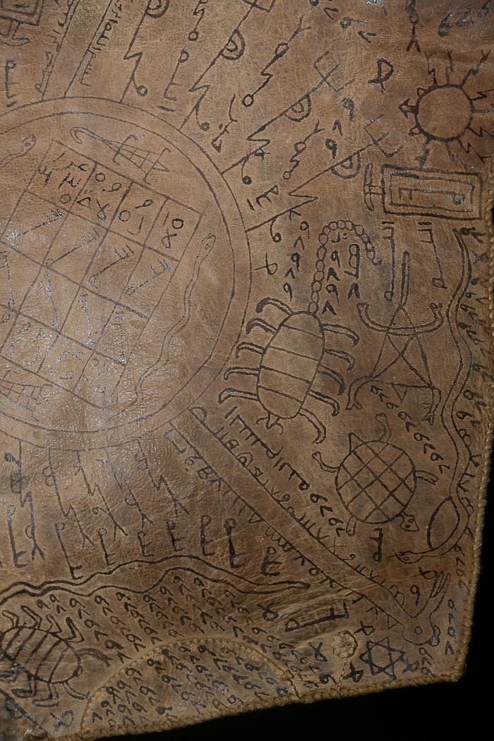 Représentation du monde en cuir - Haoussa - Niger