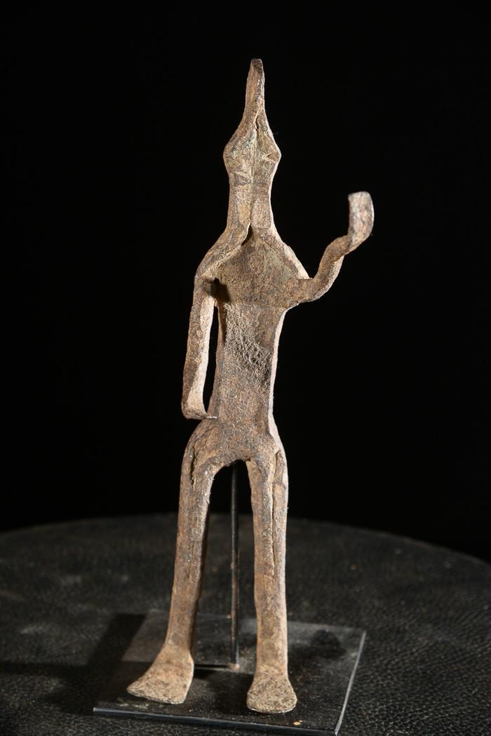Figure rituelle en fer noir - Mumuyé - Nigéria