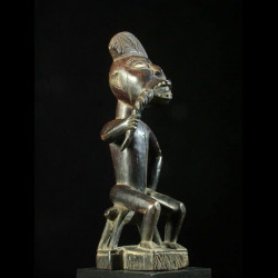 Statue ancetre et chien -...