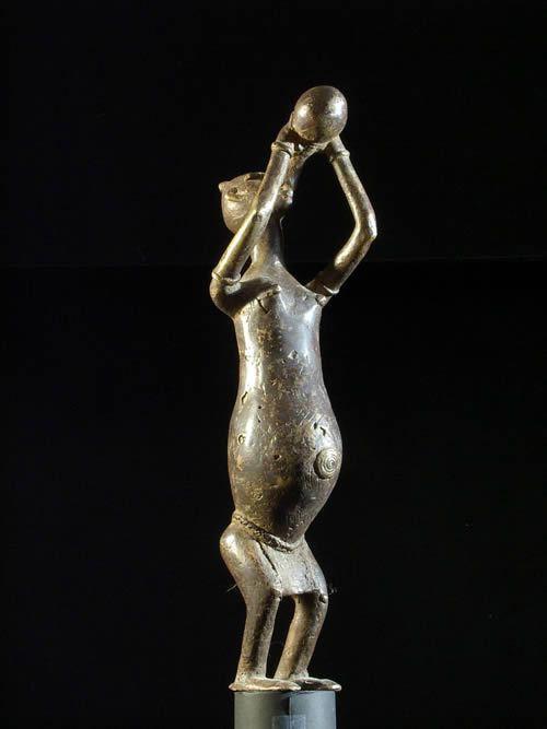 Personnage buvant - Dogon - Mali - Bronzes anciens du Mali