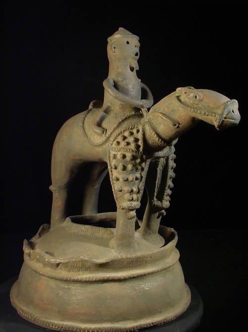 Poterie cavalier et son cheval - Region de Bida - Nigeria