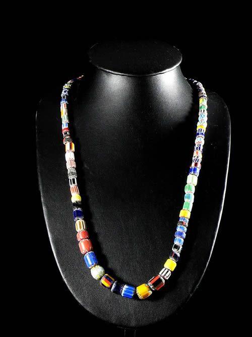 Collier perles chevron ou rosetta - Haoussa - Cameroun
