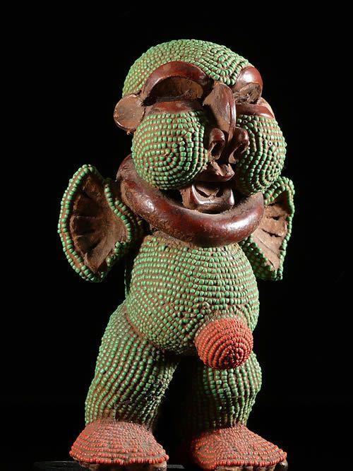 Statue terre cuite et perles - Pygmees - Cameroun - Deco