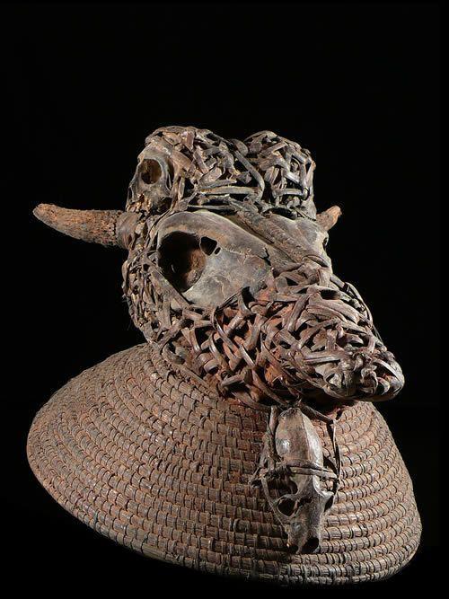 Masque cimier et cranes - Bulu / Boulou - Cameroun