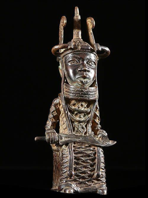 Oba en tenue de ceremonie - Bini Edo - Benin - Bronzes du Benin