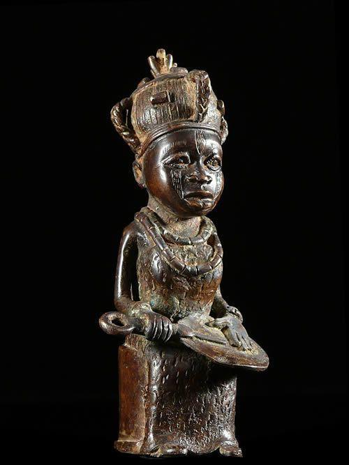 Reine en tenue de ceremonie - Bini Edo - Benin - Bronzes du Beni