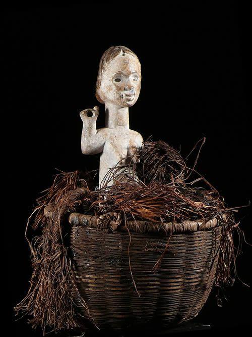Statue Nzambe Kana avec panier Reliquaire - Tsogho - Gabon