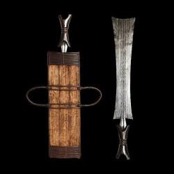 Couteau Glaive et son etui...