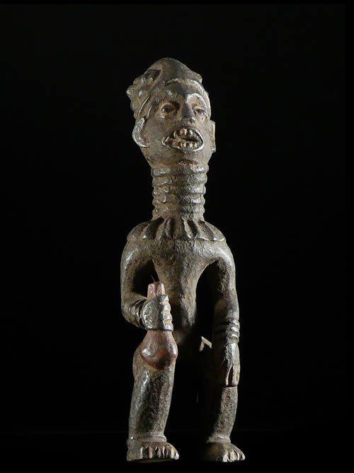 Statue Commemorative de Chef - Bangwa - Cameroun
